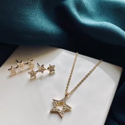 Feliz Pendant Frame Necklace